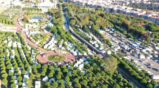 İzmirde 1712 çadırın kurulumu tamamlandı