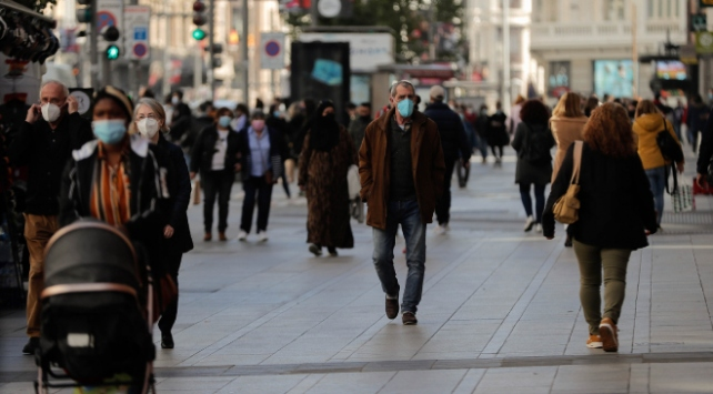 İspanyada vakalar son 3 günde 55 binden fazla arttı