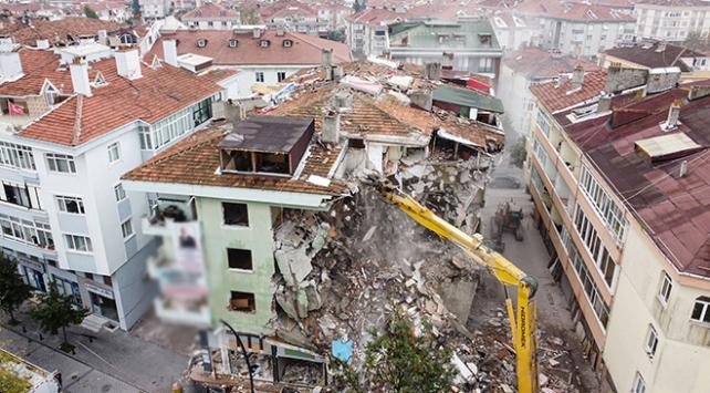 Büyükçekmecede riskli 8 bina daha yıkıldı