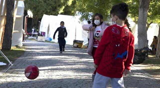 Depremle sarsılan İzmirde yaralar sarılıyor