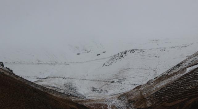 Erzurumun yüksek kesimlerinde kar yağışı etkili oldu