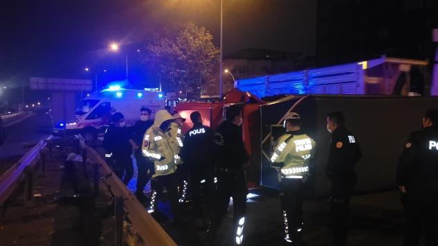 Kocaelide devrilen sebze yüklü kamyonetin sürücüsü yaralandı