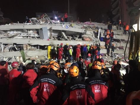 Sakaryalı arama kurtarma ekibi, deprem bölgesinde hüznü ve sevinci birlikte yaşadı
