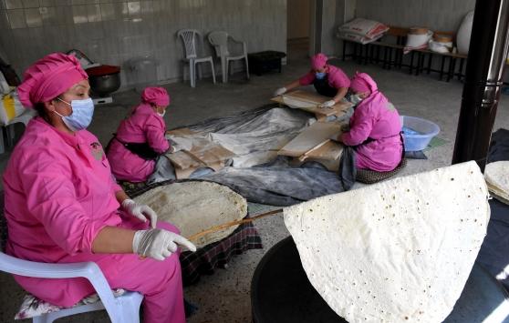 Kırşehirde yöresel yufka ve erişte üretimi kadınların geçim kaynağı oldu