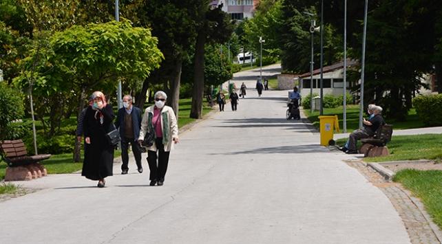 Balıkesirde cadde ve sokaklarda yürürken sigara içilemeyecek