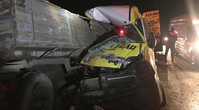 Alkollü sürücü önündeki traktöre çarptı: 1 ölü, 1 yaralı