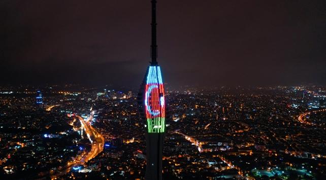 Çamlıca Kulesine Türkiye ve Azerbaycan bayrakları yansıtıldı