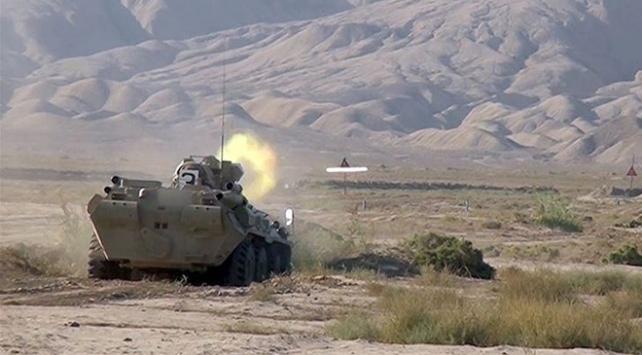 Azerbaycan, Ermenistanın tank ve toplarını imha etti