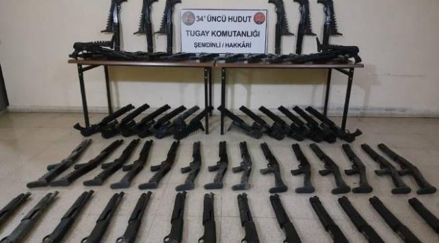 3 ilde çok sayıda silah, mühimmat ve kaçak sigara ele geçirildi