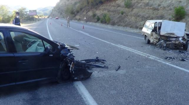 Kahramanmaraşta iki otomobil çarpıştı: 3 yaralı