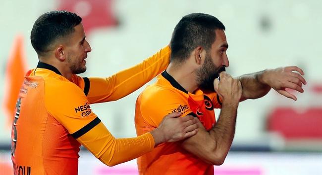 Arda Turan 9,5 yıl sonra Galatasaray formasıyla gol attı