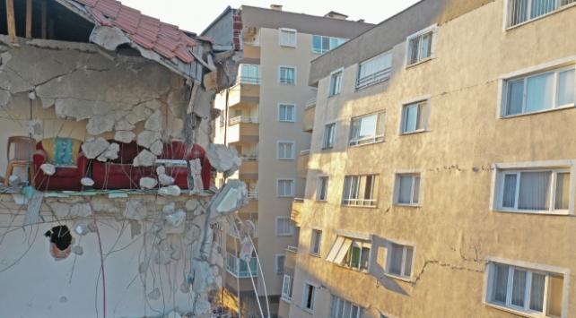 İzmirde 376 binanın ağır hasarlı olduğu belirlendi