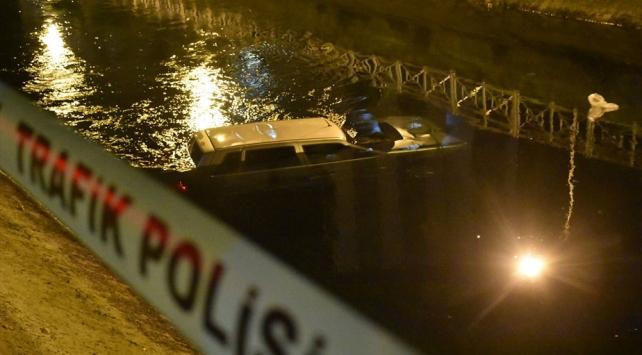 Adanada otomobil sulama kanalına düştü: 1 yaralı