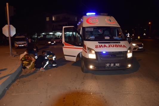 Antalyada otomobil motosiklete çarptı: 1 ölü, 2 yaralı