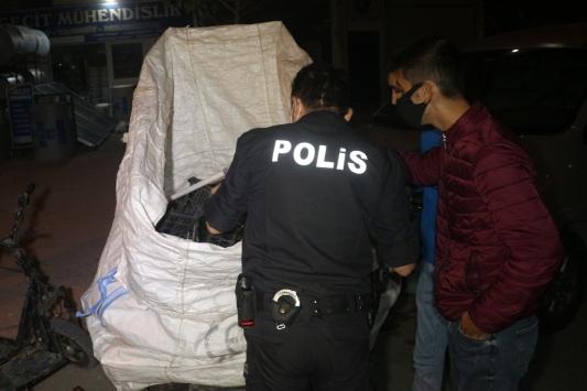 Adanada hırsızlık şüphelisi 3 kişi yakalandı