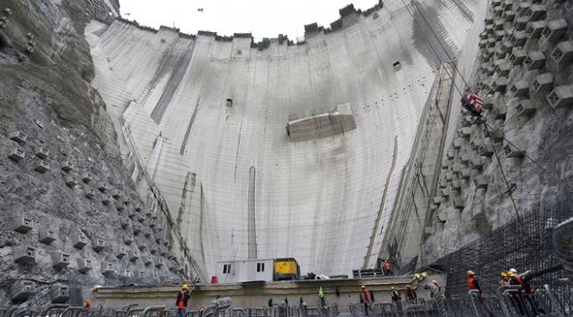 Türkiyenin en yüksek barajında 247 metreye ulaşıldı