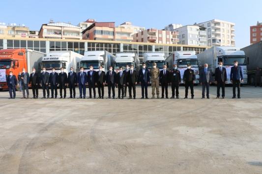 Siirtten 10 tır yardım malzemesi İzmirdeki depremzedelere gönderildi