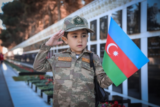 Azerbaycanda Bayrak Günü kutlanıyor
