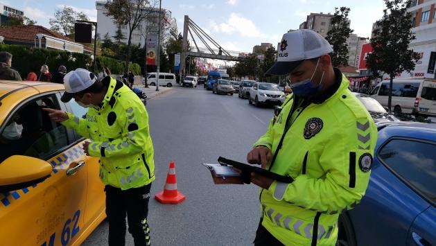 İstanbulda toplu taşıma araçları, Kovid-19 tedbirleri kapsamında denetlendi