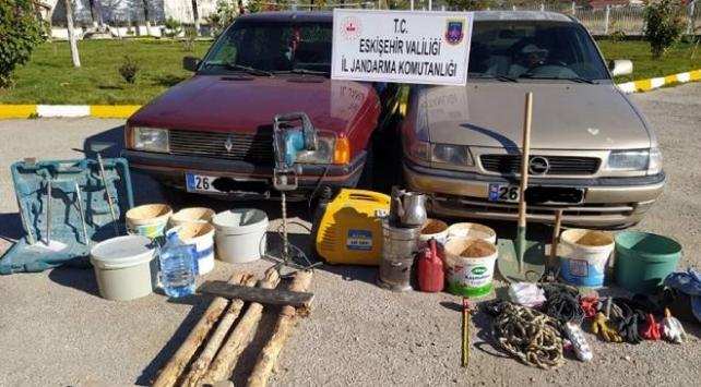 Eskişehirde kaçak kazı yapan 6 kişi yakalandı