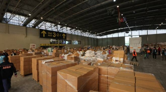 İzmire 331 araçlık yardım malzemesi ulaştı