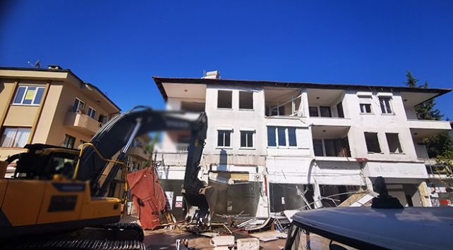 Marmariste depreme dayanıksız 32 bina yıkılıyor