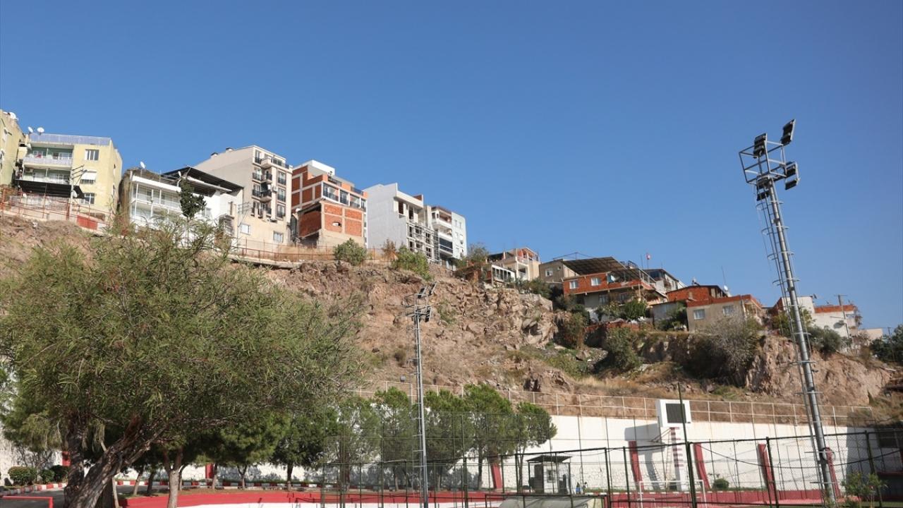 Çevre ve Şehircilik Bakanı Murat Kurum, İzmir`de 30 Ekim`de meydana gelen depremin ardından 50 binada tahliye çalışmalarını tamamladıklarını söyledi.
