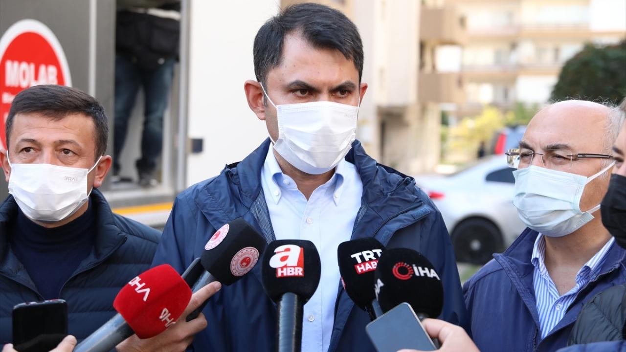 Bakan Kurum, Barış Sitesi ile Çiçek, Adalet ve Cumhuriyet mahallerinde incelemelerde bulundu.