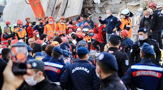 İzmir depreminde yaralanan 21 kişinin tedavisi sürüyor