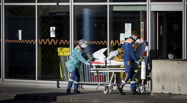 Fransada COVID-19dan günlük ölü sayısı rekor kırdı