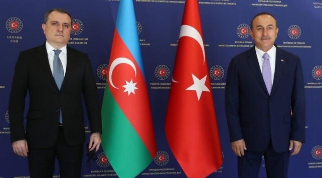 Bakan Çavuşoğlu, Azerbaycanlı mevkidaşı Bayramovu kutladı
