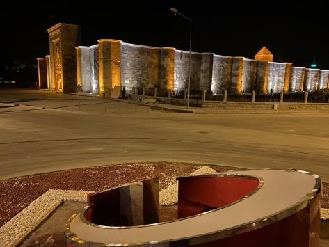 Sultanhanı Kervansarayına Azerbaycan bayrağı asıldı