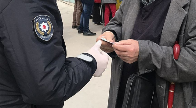 Erzincanda COVID-19 tedbirlerine uymayan 12 kişiye ceza