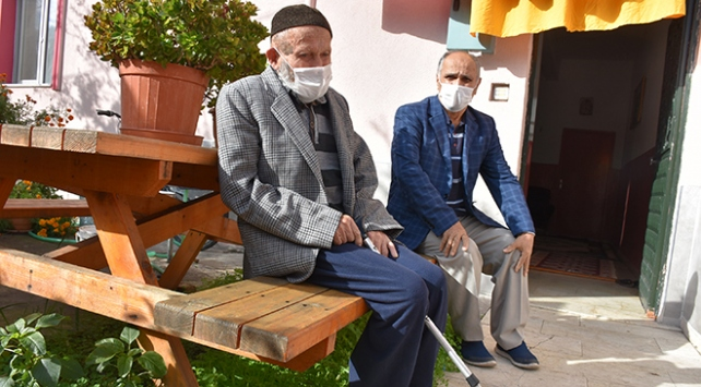 103 yaşındaki hasta koronavirüsü yendi