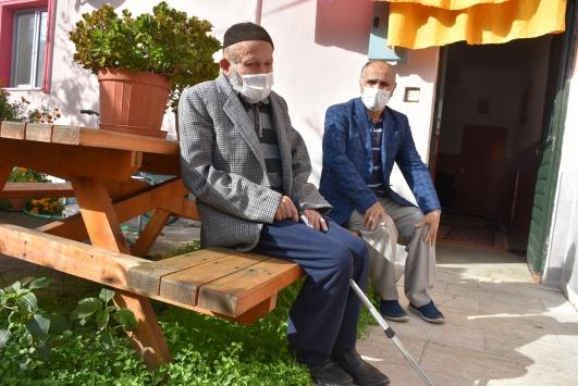Bartında 103 yaşındaki Cafer dede Kovid-19u yendi