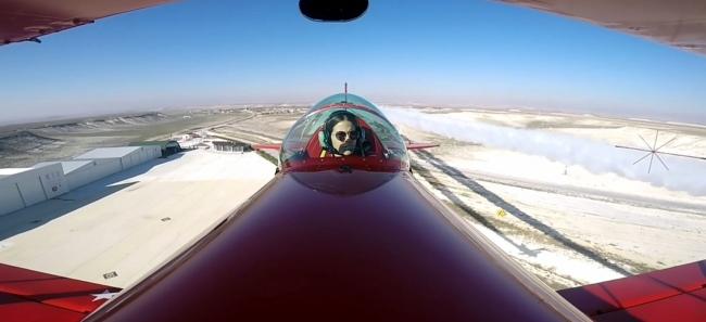 """Akrobasi pilotu baba kız """"Ataya saygı uçuşu"""" gerçekleştirdi"""