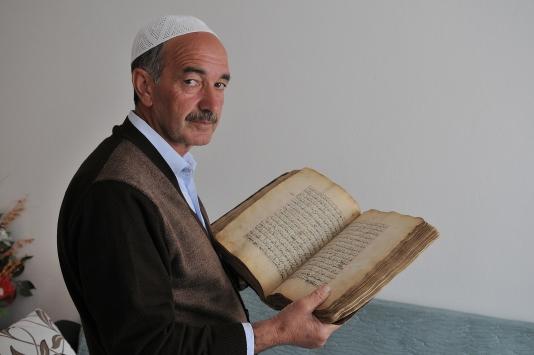 Ata yadigarı el yazması Kuran-ı Kerime özenli bakım