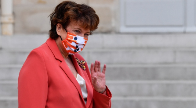 Fransız Bakan Bachelot: Sömürgeciliğin barbarlık olduğunu kabul etmeliyiz
