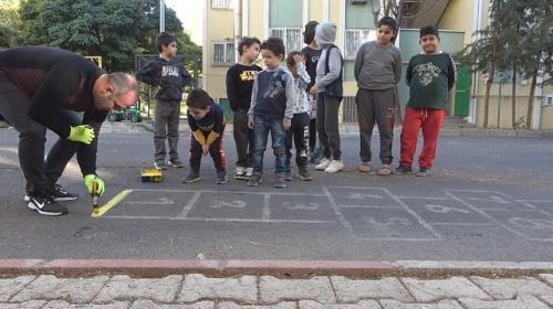Çocuklar sokakta