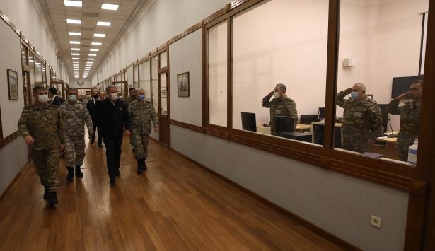 Milli Savunma Bakanı Hulusi Akar, Azerbaycan Savunma Bakanlığını ziyaret etti