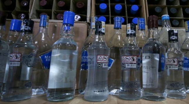 İzmirde 900 litre kaçak içki ele geçirildi