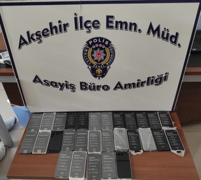 Akşehirde gümrük kaçağı 29 telefon ele geçirildi