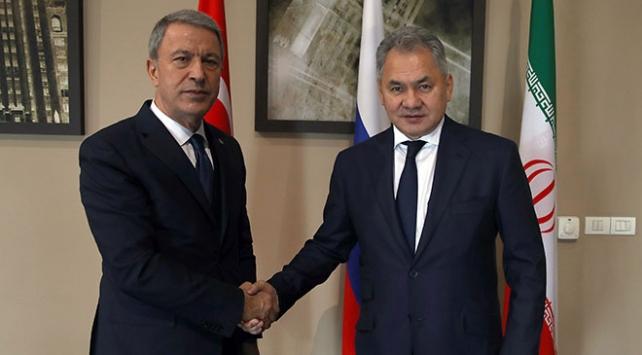 Bakan Akar, Rus mevkidaşı ile bir kez daha Karabağı görüştü