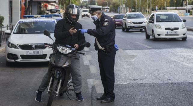 Yunanistanda sokağa çıkma yasağının süresi 8 saate çıkarıldı