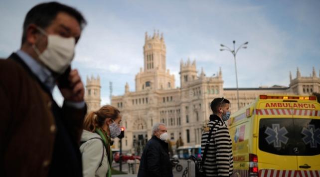 İspanya riskli ülkelerdeki ziyaretçilerden PCR testi isteyecek