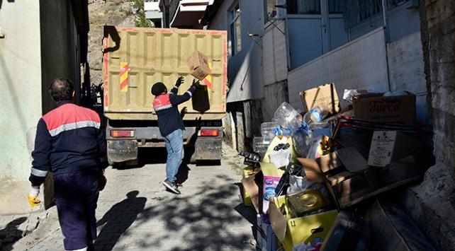 Gümüşhanede iki ayrı evden 3 kamyon çöp çıktı