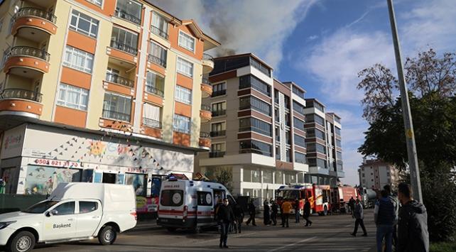 Ankarada apartman yangını: 5 kişi dumandan etkilendi