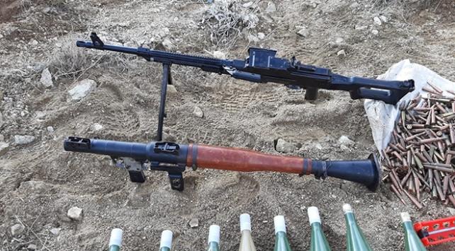 Vanda PKKlı teröristlere ait silah ve uyuşturucu ele geçirildi