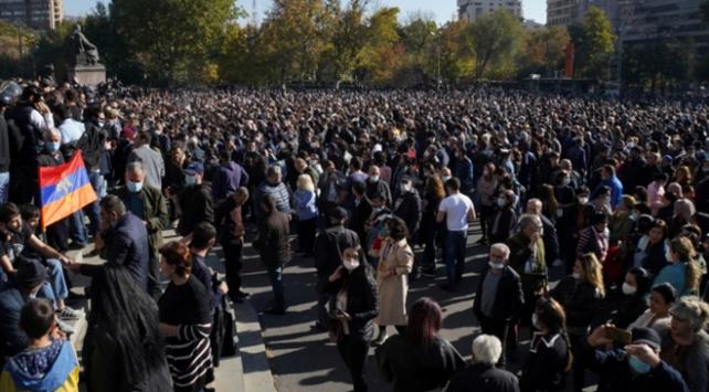Ermenistanda Paşinyanın istifası için protestolar sürüyor