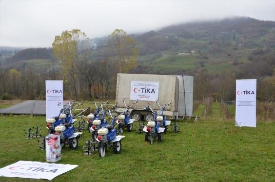 TİKAdan Karadağlı çiftçilere tarım ekipmanı desteği